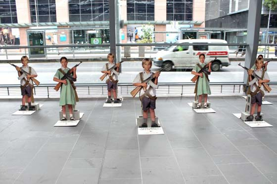 Redcross-australia-croix-rouge-australie-ambient-marketing-guerilla-street-the-fuel-1-600x400