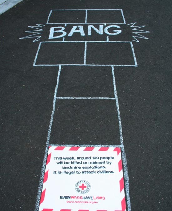 Redcross-australia-croix-rouge-australie-ambient-marketing-guerilla-street-the-fuel-6-600x735