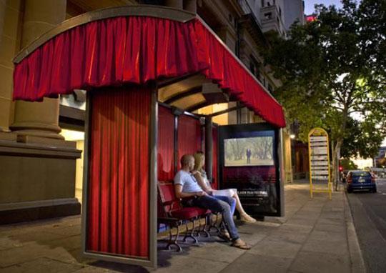 Le cinéma à l'arrêt de bus